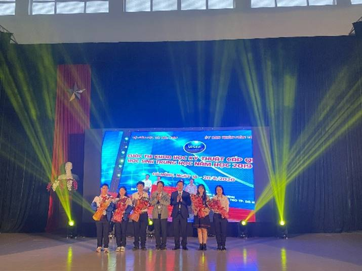 Closing ceremony of the science and technology contest for high-school students of thua thien hue province academic year 2020-2021